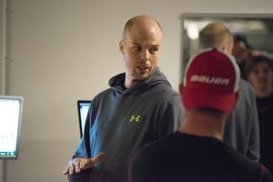 Tobias Nordin på Modo Sports Academy håller i testerna.