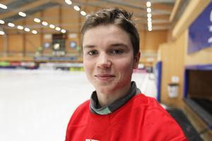 Jesper Granqvist får en chans att äga mer boll med juniorlaget, i elitseriens är 17-åringens primära uppgift att stoppa motståndare.