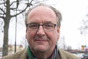 Anders Röhfors och hans Moderater går framåt starkt i kommunfullmäktigevalet. Plus sex procentenheter när sju av åtta valdistrikt är räknade.