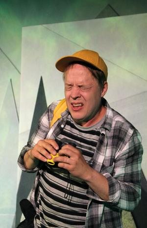 Sjuåriga Bobo är rädd för det mest, inte minst fåglar. Precis som skådespelaren Jonas Hedlund själv var som barn. – Jag är väl fortfarande rädd för det mesta, men vissa rädslor har jag övervunnit som den för fåglar. Men jag är fortfarande rädd för blod och för det sociala. Men det är klart den största rädslan nu är ju att det ska hända något med ens nära och kära. Foto: Kajsa Wadström