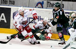David Gunnarsson i Modo Hockeys dress. Bilden är från 2013. Förre SHL-spelaren är en av många före detta Ö-vik Hockeyspelare i Svedjeholmen som startat seniorlag igen. Bild: TT