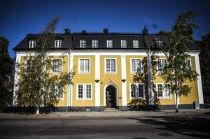 Avesta kommun säger upp Annika Johansson efter att hon godkänt att mat som egentligen skulle slängas istället skänktes bort.