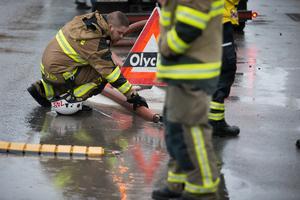 Ett oljeutsläpp på Hökmossvägen i Nykvarn krävde insatser från både räddningstjänst och kommun.