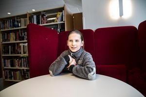Rebecka Kirchberg, 9 år, fick frågan om hon ville spela utomjordingen med meddelandet om att bevara jorden och dess resurser.