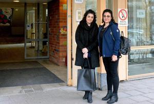 Asal Ghazizadeh är redo att möta läkarstudenterna som just har läst en kurs i gynekologi.  Hennes mamma Halle Mahdabi är med som stöd.