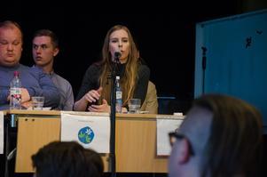 Hanna Wagenius (C) har också lyckats samla många personröster. Med ungefär hälften av distrikten kvar att räkna ligger hon ungefär 300 kryss bakom partikamraten Per Åsling.