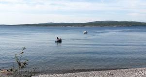 Två turer och två båtar behövdes, för att frakta över de 28 intresserade STF:arna, till Storön.