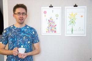 Anders Vikberg, jobbar med prints och akvarellmålning. Som sekreterare i styrelse hamnar ganska mycket kringjobb på honom. – För att få en sådan här förening att överleva krävs det bidrag, pengar som först och främst går till hyran av lokalerna, säger han.