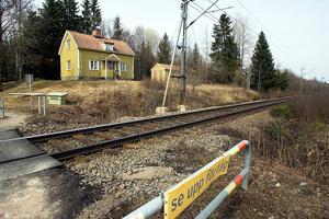 Det är bättre att bygga ut dubbelspår på hela Ostkustbanan än att satsa på höghastighetståg mellan landets tre största städer, tycker Per-Åke Fredriksson, L.