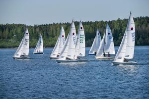 I helgen är det SM i seglingsklasserna smaragd och express i Nynäshamns vatten.
