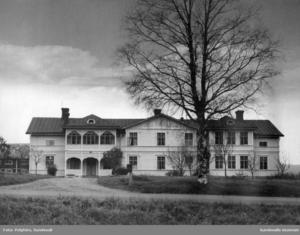 Så här såg Logården ut i slutet av 1940-talet då gården var ett äldreboende. Bild: Polyfoto/Sundsvalls museum