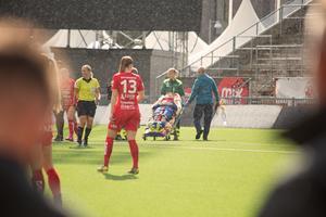 Ett långt och tidigt uppehåll på Behrn arena, i väntan på ambulans som kunde ta hand om Kif Örebros skadade målvakt Danielle Rice.