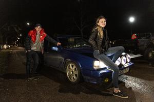 Wilgot Stille och Minna Nilsmats är två ungdomar som åker epatraktor.
