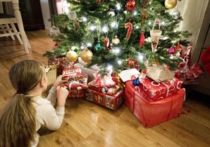 Tycker vi att alla barn har rätt till en trygg och glädjerik jul så är det enkelt att välja en vit jul, skriver debattförfattarna.