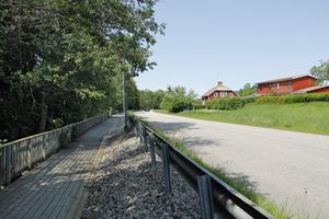 KKTAB har föreslagit att en ny gång- och cykelväg byggs på andra sidan gatan från den nuvarande promenadvägen.
