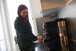 Om Bettan Högberg får välja tar hon gärna lite mörk choklad till kaffet.