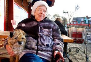 Sonja Huczhowski från Svenstavik har under sitt liv haft jobb som innebär att hon prövat på att arbeta alla dygnets timmar. Därför tror hon att hennes kropp är van tidsomställningar och att hon inte påverkas av övergången till sommartid.– Jag har egentligen aldrig känt av tidsomställningarna, berättar Sonja.