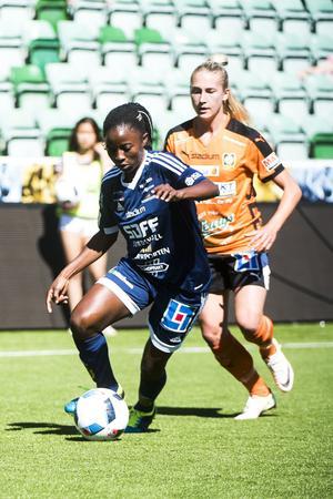 Ajara Nchout Njoya gjorde SDFF:s inledande mål mot Qbik.