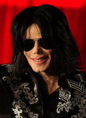 I våras tillkännagav Michael Jackson att han skulle göra 50 konserter  i London med start den 13 juli. Det skulle ha blivit hans stora comebacksatsning. Foto: Joel Ryan/AP/Scanpix