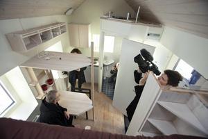 Lösningen? Så här ser ett förslag från 2012 ut: Interiör av ett miniboende för studenter visades i Lund. Huset är bara 8,8 kvadratmeter inklusive kök och toalett.