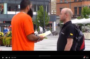 En del av dawah är att samtala och informera om islam på stan för att sprida religionen Foto: Youtube