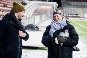 Ordförandemöte? Fredrik Stengarn föreslås ta över som ny ordförande i Kif Örebro efter Charlotta Nordenberg. Här ses de båda tillsammans på en av A-lagets första träningar för säsongen, på Behrn arena. Arkivfoto
