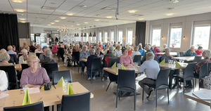 Ett hundratal medlemmar  fyllde möteslokalen. Foto: Bo Sandholm