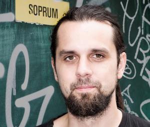 Journalisten, författaren och dumpstraren Andreas Jakobsson kommer till Orsa.  Läsarbild.