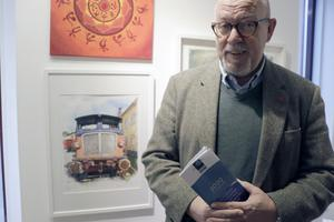 Per FT Nilsson flyttade till Nora för några år sedan, upptäckte veteranjärnväg, målar motiv därifrån med blandteknik, och är nu med på Vinterspår.