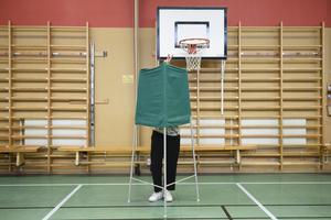 Röstningslokal med valbås. Foto: Erik Mårtensson / TT.