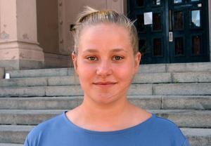 Emma Wiklund tog studenten förra året och föreläser om SIS-projektet.