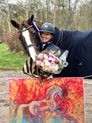Anna Österberg vann Dressyrringens Int 1 kür cup, med hästen Rolecz. Foto: Privat