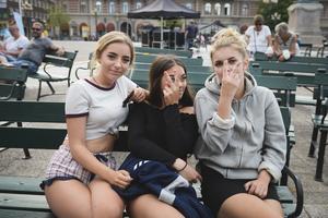 Alexandra Lönnstedt med kompisarna Hanna Edfeldt och Natalie Persson.