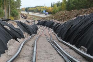 ABB är sedan länge klara med sin del i Sydvästlänken, den 19 mil långa markkabeln som  skulle gett lägre elpriser i södra sveriga