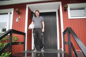 Rolf Eriksson, fotbollsprofil från Ljusne, vann finalen av Fotbollstipset som helahalsingland.se kört på webben under den gångna säsongen. Men det var stenhårt i finalen och Rolf vann först efter utslagsfrågan.
