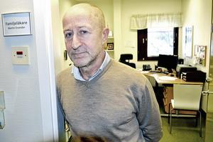 Chefläkaren Martin Enander hänvisar i sin utredning om lipödem till en rapport i ämnet från Stockholms läns landsting där man skriver att det finns stora brister vad gäller kunskap om lipödem.