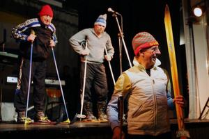 Skidåkning är en utav föreningens mest framgångsrika grenar genom åren. Och då krävs det ju ett nummer om det. Sune Eggen, Ulf Karlsson och Bjarne Eggen filosoferar.Foto: Håkan Degselius