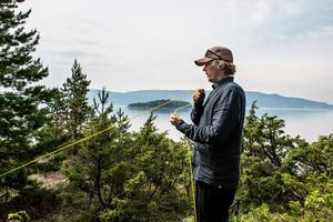 Konstnären Jonas Dahlberg på den plats där minnesmonument Memory wound vid Utøya planerades. Arkivbild.Foto: Lars Pehrson/SvD/TT