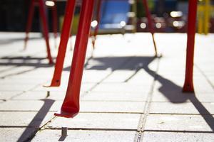 Ett flertal stolar på Brotorget har ryckts loss från sina fästen.