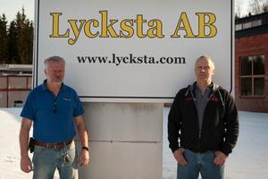 Lycksta AB:s  ägare Torgny Johansson (till vänster) tillsammans Tore Johansson. Bilden tagen 2013 när företaget presenterade sig i Smedjebacken.