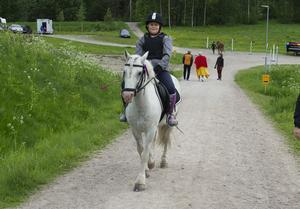 Amanda Kraft, 8 år och hästen Max fick en rosett på avslutningen.