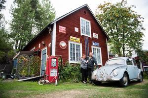 Anders Johansson och Lena Hansdotter Backsteg i Trehörningsjö har arbetat på sin samling i 30 år.