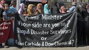 Överlevande från Bhopal vid den demonstration på 30-årsdagen 2014.