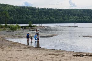 Stranden är rensad från sly och vassö.