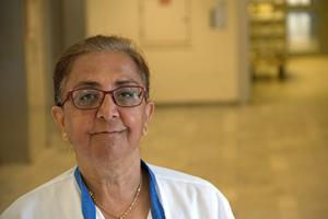 Tina Javidi är sjuksköterska och ombud för Vårdförbundet. Hon menar att hot har blivit vardag och att det påverkar hur man arbetar med patienter.