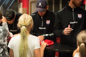 Albin Lundin hade tillsammans med sina lagkamrater fullt upp efter matchen.