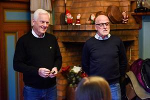 Kjell Cederlund och Peter Hammarstrand avslöjade vem som blev årets lucia inne på Kaffestugan i Mora.