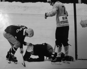 Janne Jonsson fick bollen mitt i ögat. Foto: Lasse Halvarsson