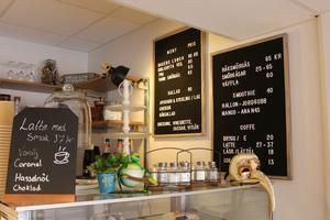På plats kan man bland annat köpa både sallad, räksmörgås och kaffe.