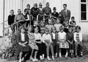 1957 fanns det många barn i Söderhamn. Så många att skollokalerna inte räckte till. Foto: Privat